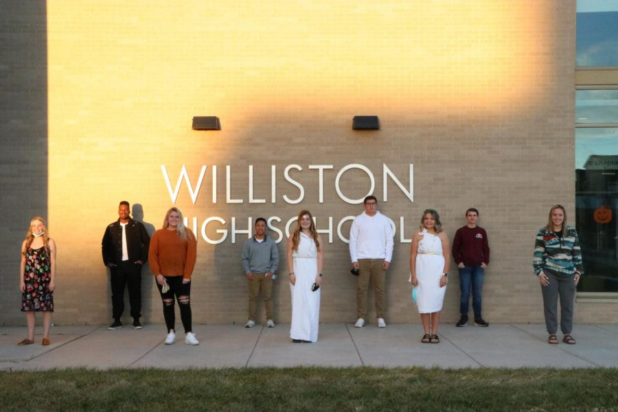 The+WHS+top+5+homecoming+candidates+gathered+for+a+picture+on+Monday+morning.+%28not+pictured%3A+Trey+Jungels%29